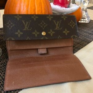 Auth LV Portefeuille Tresor International Wallet
